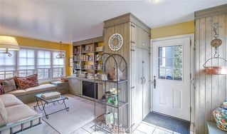 Photo 3: 2722 MONTCALM Crescent SW in Calgary: Upper Mount Royal Detached for sale : MLS®# C4296404