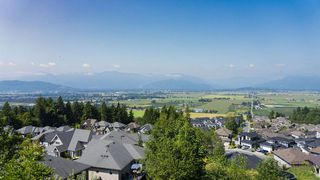 """Photo 2: 5 47203 VISTA Place in Chilliwack: Promontory Townhouse for sale in """"VISTA TOWNHOUSES"""" (Sardis)  : MLS®# R2483215"""