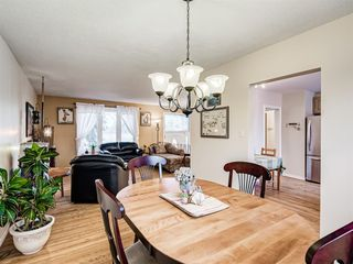 Photo 5: 320 Willow Park Drive SE in Calgary: Willow Park Detached for sale : MLS®# A1041672