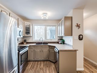 Photo 9: 320 Willow Park Drive SE in Calgary: Willow Park Detached for sale : MLS®# A1041672