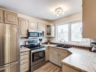 Photo 8: 320 Willow Park Drive SE in Calgary: Willow Park Detached for sale : MLS®# A1041672