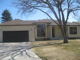 Photo 1: 111 CARLOTTA Crescent in WINNIPEG: Charleswood Residential for sale (South Winnipeg)  : MLS®# 1107264