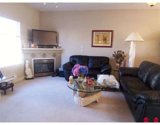 Photo 2: 26 18181 68 Avenue: Cloverdale Townhouse for sale : MLS®# F2821722