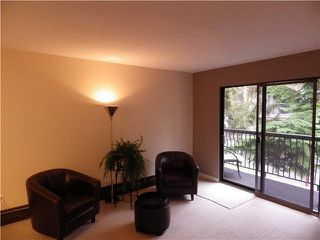 Photo 3: 203 1442 BLACKWOOD Street: White Rock Condo for sale (South Surrey White Rock)  : MLS®# F1445500