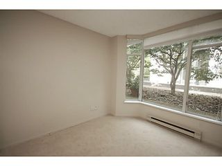 """Photo 6: 101 2638 ASH Street in Vancouver: Fairview VW Condo for sale in """"CAMBRIDGE GARDENS"""" (Vancouver West)  : MLS®# V1137698"""