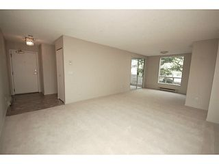 """Photo 2: 101 2638 ASH Street in Vancouver: Fairview VW Condo for sale in """"CAMBRIDGE GARDENS"""" (Vancouver West)  : MLS®# V1137698"""