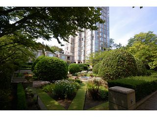 """Photo 13: 101 2638 ASH Street in Vancouver: Fairview VW Condo for sale in """"CAMBRIDGE GARDENS"""" (Vancouver West)  : MLS®# V1137698"""