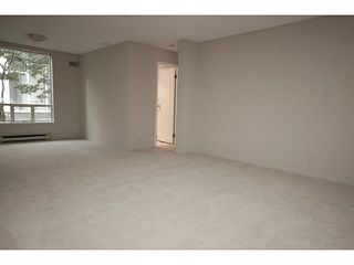"""Photo 4: 101 2638 ASH Street in Vancouver: Fairview VW Condo for sale in """"CAMBRIDGE GARDENS"""" (Vancouver West)  : MLS®# V1137698"""