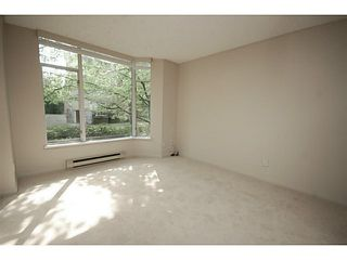 """Photo 5: 101 2638 ASH Street in Vancouver: Fairview VW Condo for sale in """"CAMBRIDGE GARDENS"""" (Vancouver West)  : MLS®# V1137698"""