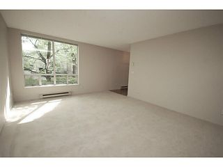 """Photo 3: 101 2638 ASH Street in Vancouver: Fairview VW Condo for sale in """"CAMBRIDGE GARDENS"""" (Vancouver West)  : MLS®# V1137698"""