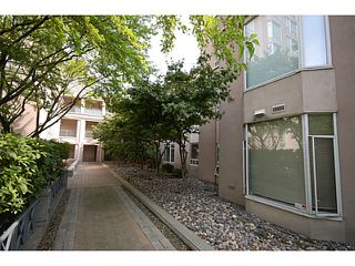 """Photo 12: 101 2638 ASH Street in Vancouver: Fairview VW Condo for sale in """"CAMBRIDGE GARDENS"""" (Vancouver West)  : MLS®# V1137698"""