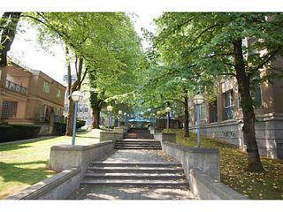 """Photo 18: 101 2638 ASH Street in Vancouver: Fairview VW Condo for sale in """"CAMBRIDGE GARDENS"""" (Vancouver West)  : MLS®# V1137698"""