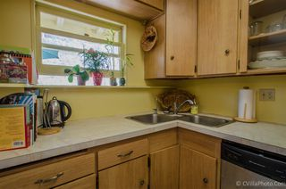 Photo 7: CLAIREMONT House for sale : 3 bedrooms : 3620 Fireway in San Diego
