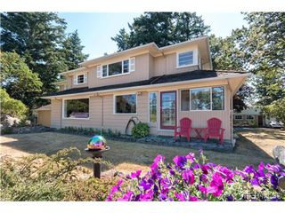 Photo 3: 2817 Murray Dr in VICTORIA: SW Portage Inlet House for sale (Saanich West)  : MLS®# 738601