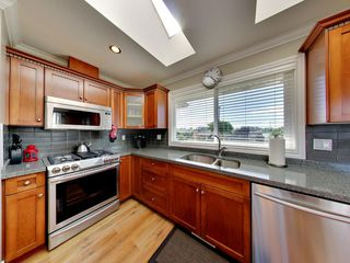 Photo 2: 20252 KENT Street in Maple Ridge: Southwest Maple Ridge House for sale : MLS®# R2098398