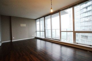 """Photo 5: 2201 9981 WHALLEY Boulevard in Surrey: Whalley Condo for sale in """"PARK PLACE"""" (North Surrey)  : MLS®# R2117165"""