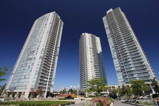 """Photo 1: 2201 9981 WHALLEY Boulevard in Surrey: Whalley Condo for sale in """"PARK PLACE"""" (North Surrey)  : MLS®# R2117165"""