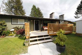 "Photo 1: 41532 RAE Road in Squamish: Brackendale House for sale in ""Brackendale"" : MLS®# R2133343"