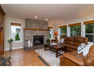 "Photo 3: 20867 YEOMANS Crescent in Langley: Walnut Grove House for sale in ""YEOMANS CRES - WALNUT GROVE"" : MLS®# R2133908"