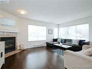 Photo 2: 406 1500 Elford St in VICTORIA: Vi Fernwood Condo Apartment for sale (Victoria)  : MLS®# 755566