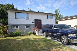 Photo 2: 17048 60 Avenue in Surrey: Cloverdale BC House for sale (Cloverdale)  : MLS®# R2186749
