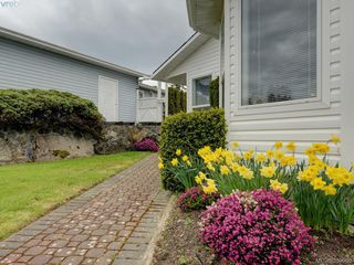Photo 2: 63 Salmon Crt in VICTORIA: VR Glentana Manufactured Home for sale (View Royal)  : MLS®# 783796