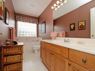 Photo 12: 63 Salmon Crt in VICTORIA: VR Glentana Manufactured Home for sale (View Royal)  : MLS®# 783796