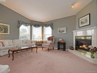 Photo 3: 63 Salmon Crt in VICTORIA: VR Glentana Manufactured Home for sale (View Royal)  : MLS®# 783796
