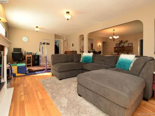 Photo 3: 3246 Irma St in VICTORIA: SW Rudd Park House for sale (Saanich West)  : MLS®# 785071
