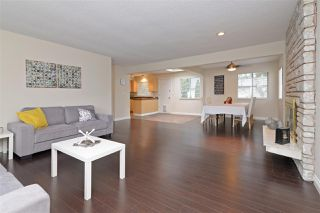 Photo 2: 3680 KENNEDY Street in Port Coquitlam: Glenwood PQ House for sale : MLS®# R2261501