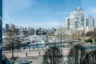 "Photo 1: 306 1067 MARINASIDE Crescent in Vancouver: Yaletown Condo for sale in ""QUAY WEST"" (Vancouver West)  : MLS®# R2353564"