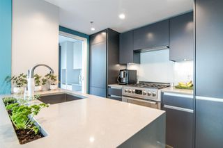 "Photo 2: 306 1067 MARINASIDE Crescent in Vancouver: Yaletown Condo for sale in ""QUAY WEST"" (Vancouver West)  : MLS®# R2353564"
