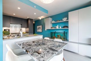 "Photo 3: 306 1067 MARINASIDE Crescent in Vancouver: Yaletown Condo for sale in ""QUAY WEST"" (Vancouver West)  : MLS®# R2353564"