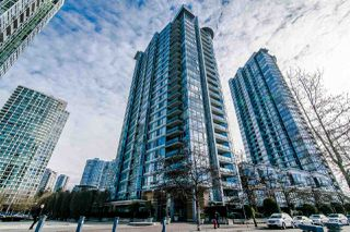 "Photo 17: 306 1067 MARINASIDE Crescent in Vancouver: Yaletown Condo for sale in ""QUAY WEST"" (Vancouver West)  : MLS®# R2353564"