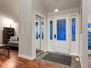 Photo 3: 7020 78 Street NW in Calgary: Silver Springs Detached for sale : MLS®# C4244091
