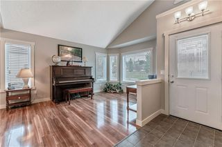 Photo 2: SIGNAL HILL in Calgary: House for sale : MLS®# C4242949