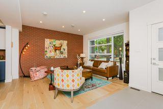 Photo 4: 10504 85 Avenue in Edmonton: Zone 15 House Half Duplex for sale : MLS®# E4160468