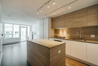 """Photo 3: 2307 908 QUAYSIDE Drive in New Westminster: Quay Condo for sale in """"RiverSky I"""" : MLS®# R2385778"""