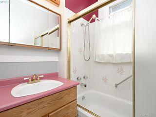 Photo 12: 2617 Fernwood Road in VICTORIA: Vi Oaklands Single Family Detached for sale (Victoria)  : MLS®# 413239