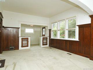Photo 3: 2617 Fernwood Road in VICTORIA: Vi Oaklands Single Family Detached for sale (Victoria)  : MLS®# 413239