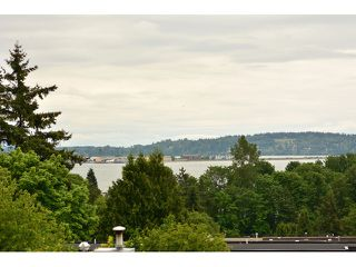 "Photo 14: 952 STEVENS Street: White Rock House for sale in ""White Rock Hillside"" (South Surrey White Rock)  : MLS®# F1440900"