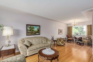 Photo 2: 3814 DUBOIS Street in Burnaby: Suncrest House for sale (Burnaby South)  : MLS®# R2064008