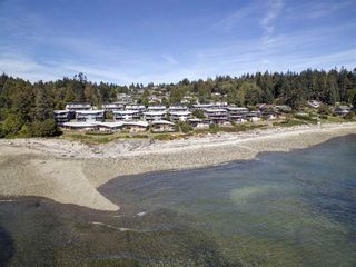"Photo 4: 5396 WAKEFIELD BEACH Lane in Sechelt: Sechelt District Townhouse for sale in ""Wakefield Beach - Phase 1"" (Sunshine Coast)  : MLS®# R2135768"