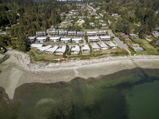 "Photo 3: 5396 WAKEFIELD BEACH Lane in Sechelt: Sechelt District Townhouse for sale in ""Wakefield Beach - Phase 1"" (Sunshine Coast)  : MLS®# R2135768"