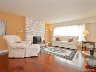 Photo 2: 6320 Elaine Way in VICTORIA: CS Tanner Single Family Detached for sale (Central Saanich)  : MLS®# 375444