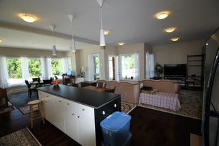 Photo 2: 1 5778 MARINE Way in Sechelt: Sechelt District Condo for sale (Sunshine Coast)  : MLS®# R2183666