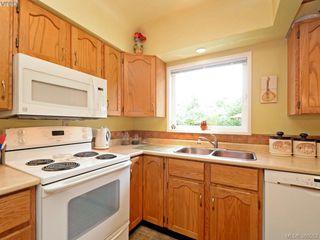 Photo 7: 2434 Dryfe St in VICTORIA: OB Henderson Single Family Detached for sale (Oak Bay)  : MLS®# 764565