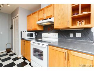 Photo 10: 206 1201 Hillside Avenue in VICTORIA: Vi Hillside Residential for sale (Victoria)  : MLS®# 369934