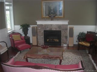 Photo 8: 1676 Chandler Ave in VICTORIA: Vi Fairfield East House for sale (Victoria)  : MLS®# 501950