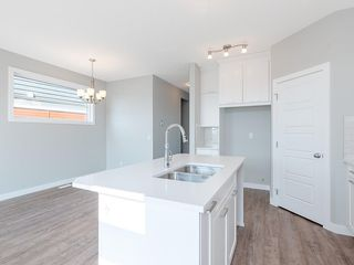 Photo 3: 68 SKYVIEW Circle NE in Calgary: Skyview Ranch Row/Townhouse for sale : MLS®# C4209145